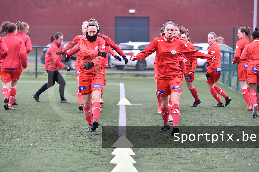 players of Zulte waregem  pictured during the warming up of a female soccer game between SV Zulte - Waregem and Sporting Charleroi on the eleventh matchday of the 2020 - 2021 season of Belgian Scooore Womens Super League , saturday 23 th of January 2021  in Zulte , Belgium . PHOTO SPORTPIX.BE | SPP | DIRK VUYLSTEKE