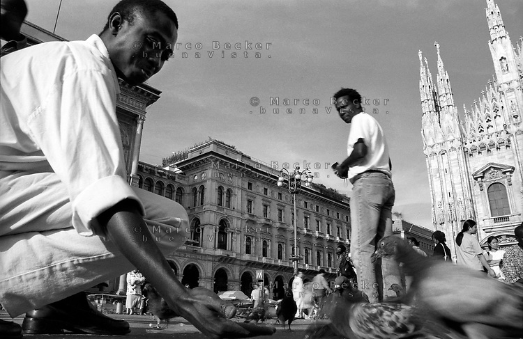 Milano, immigrati africani residenti a Torino in visita al Duomo --- Milan, African immigrants living in Turin visit the Duomo