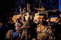 EGITTO, IL CAIRO 9/10 settembre 2011: assalto all'ambasciata israeliana. Migliaia di manifestanti egiziani, ancora infuriati per l'uccisione di cinque guardie di frontiera egiziane da parte dell'esercito israeliano, hanno fatto irruzione nella sede diplomatica israeliana e sono stati poi sgomberati da esercito e polizia egiziana. Nell'immagine: soldati dell'esercito egiziano in strada con i blindati a difesa dell'ambasciata dopo l'assalto.<br /> Egypt attack to the Israeli embassy  Attaque à l'ambassade israelienne Caire