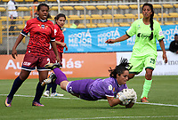 BOGOTÁ -COLOMBIA, 25-02-2018: Milena Torres (Der) de La Equidad disputa el balón con Alejandra Silva (Centro) de Fortaleza C.E. I.F.  durante partido por la fecha 3 de la Liga Femenina Águila I 2018 jugado en el estadio Metropolitano de Techo de la ciudad de Bogotá./ Milena Torres (R) player of La Equidad fights for the ball with Alejandra Silva (C) player of Fortaleza C.E. I.F.  during the match for the date 3 of the Aguila Women's League I 2018 played at Metropolitano de Techo stadium in Bogotá city. Photo: VizzorImage/ Felipe Caicedo / Staff