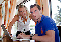 23-06-10, Tennis, England, Wimbledon, Caroline Wozniacki fphotoshoot, Caroli with her brother Patrik at there house in Wimbledon