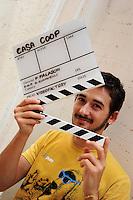 Attori e attrici nel backstage delle riprese di Casa Coop. Actors and actresses in the backstage of the filming of House Coop..Matteo Petrini.