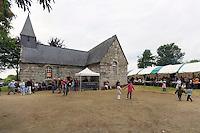 Fest-noz organise pour collecter des fond pour l'entretien de la chapelle