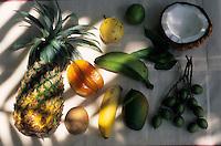 Europe/France/DOM/Antilles/Petites Antilles/Guadeloupe/Deshaie : Fruits de la Guadeloupe - Ananas, caramboles, goyaves, mangues, bananes, etc.