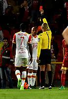 BOGOTA - COLOMBIA - 23 - 04 - 2017: Nolberto Ararat (Der.), arbitro, muestra tarjeta roja a Omar Perez (Izq.), jugador de Independiente Santa Fe, durante partido de la fecha 14 entre Independiente Santa Fe y Rionegro Aguilas, por la Liga Aguila I-2017, en el estadio Nemesio Camacho El Campin de la ciudad de Bogota. / Nolberto Ararat (R), referee, shows red card to Omar Perez (L) player of Independiente Santa Fe, during a match of the date 14 between Independiente Santa Fe and Rionegro Aguilas, for the Liga Aguila I -2017 at the Nemesio Camacho El Campin Stadium in Bogota city, Photo: VizzorImage / Luis Ramirez / Staff.