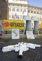 Protesta contro la moratoria sul nucleare annunciata dal governo, e a sostegno dei referendum del 12 giugno, davanti a Montecitorio, Roma, 11 aprile 2011..Antinuclear activists protest against the Italian government moratorium on nuclear power and to support the anti-nuclear referendum scheduled on june, in Rome, 11 april 2011. .UPDATE IMAGES PRESS/Riccardo De Luca