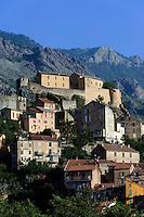 Blick auf Corte mit Zitadelle, Korsika, Frankreich