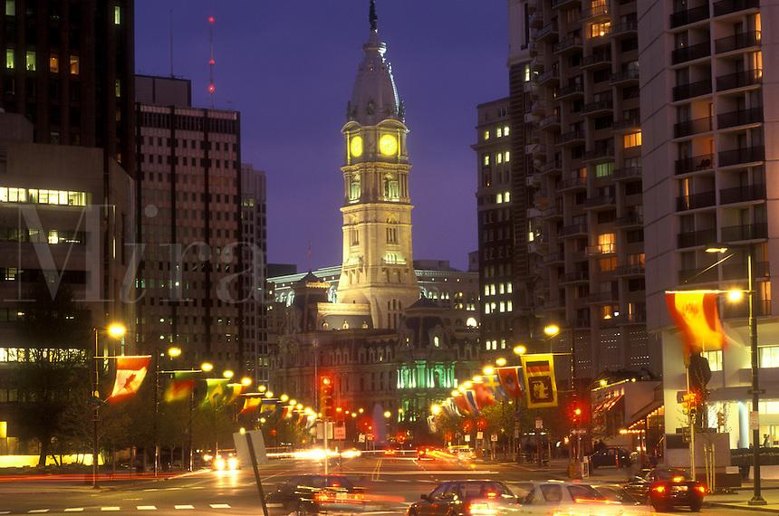 AJ1177, Philadelphia, Pennsylvania, City Hall, Benjamin Franklin Parkway and City Hall illuminated in the evening in downtown Philadelphia, Pennsylvania.