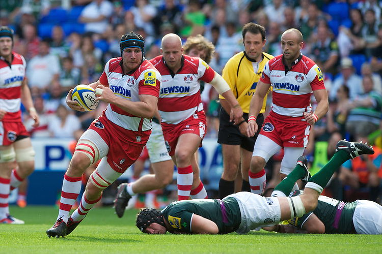 Ben Morgan of Gloucester Rugby leaves George Skivington of London Irish to score a try late in the first half during the Aviva Premiership match between London Irish and Gloucester Rugby at the Madejski Stadium on Saturday 8th September 2012 (Photo by Rob Munro)