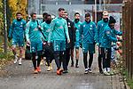 18.11.2020, Trainingsgelaende am wohninvest WESERSTADION,, Bremen, GER, 1.FBL, Werder Bremen Training, im Bild<br /> <br /> <br /> <br /> eine kleine Gruppe auf dem Weg zum Platz, von links, Josh Sargent / Joshua Sargent (SV Werder Bremen #19), Maik Nawrocki (SV Werder Bremen II / U23 #4), Theodor Gebre Selassie (SV Werder Bremen #23), Tahith Chong (SV Werder Bremen #22), Patrick Erras (SV Werder Bremen #29), Florian Kohfeldt (Cheftrainer SV Werder Bremen), Ilia Gruev (SV Werder Bremen #28), Marco Friedl (SV Werder Bremen #32), Julian Rieckmann und Leonardo Bittencourt (SV Werder Bremen #10)<br /> <br /> Foto © nordphoto / Gumz