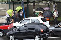 SAO PAULO, SP, 14 DE DEZEMBRO DE 2011 - CLIMA TEMPO - Chove nesta tarde de quarta-feira (14), zona norte da cidade. Foto Ricardo Lou-News Free