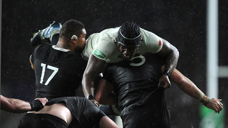 Maro Itoje of England is lifted out of the way by Ofa Tuungafasi and Samuel Whitelock of New Zealand during the Quilter International match between England and New Zealand at Twickenham Stadium on Saturday 10th November 2018 (Photo by Rob Munro/Stewart Communications)