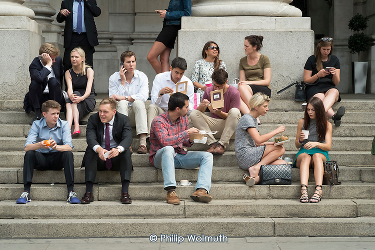 City workers lunch break, Royal Exchange, Threadneedle Street, City of London.