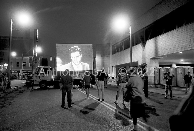 August 10, 2002<br /> Memphis, Tennessee <br /> USA<br /> <br /> A large screen playing the first Elvis appearance on the Ed Sullivan show during a parade on Beale street to mark the beginning of the 25 year anniversary of Elvis Presley's death.