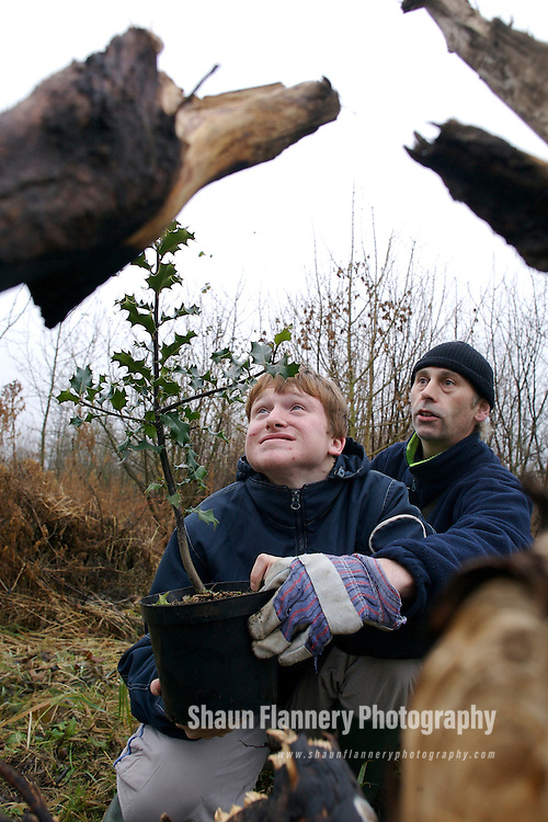 Pix: Shaun Flannery/sf-pictures.com....COPYRIGHT PICTURE>>SHAUN FLANNERY>01302-570814>>07778315553>>..14th December 2007............BTCV tree planting day on behalf of ACEVO (the Association of Chief Executives of Voluntary Organisations) at Buntings Wood, Thorne, Doncaster.