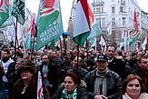 Teilnehmer einer Jobbik Veranstaltung,alternativ zur Fidesz Kundgebung am 15.03. in Budapest.<br /><br />Jobbik hat vor der Wahl einige Positionen verändert um Stimmen gegen Orban zu gewinnen. Sie ist aber traditionell eine rechtsradikale Partei mit rassistischen und Antisemitischen Positionen. Sie hat gute Chancen bei der Wahl am 08.04. mehr Stimmen zu gewinnen als bei der letzten Wahl und damit Fidesz die zwei drittel Mehrheit zu nehmen.