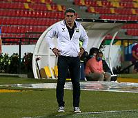 BUCARAMANGA - COLOMBIA, 24–02-2021: Luis Fernando Suarez, tecnico de Atletico Bucaramanga, durante partido entre Atletico Bucaramanga y Atletico Nacional de la fecha 9 por la Liga BetPlay DIMAYOR I 2021, jugado en el estadio Alfonso Lopez de la ciudad de Bucaramanga. / Luis Fernando Suarez, coach of Atletico Bucaramanga, during a match between Atletico Bucaramanga and Atletico Nacional of the 9th date for the BetPlay DIMAYOR I 2021 League at the Alfonso Lopez stadium in Bucaramanga city. / Photo: VizzorImage / Jaime Moreno / Cont.