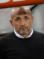 Calcio, Serie A: Roma vs Bologna. Roma, stadio Olimpico, 11 aprile 2016.<br /> Roma's coach Luciano Spalletti waits or the start of the Italian Serie A football match between Roma and Bologna at Rome's Olympic stadium, 11 April 2016.<br /> UPDATE IMAGES PRESS/Isabella Bonotto