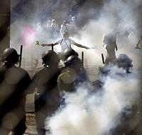 SOMMET DES AMERIQUES AVRIL 2001 MANIFESTATION VIOLENCE ARRESTATION 50,000 MANIFESTANTS A QUEBEC<br /> PHOTO JACQUES NADEAU<br /> AVRIL 2001