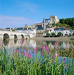 France, Loir-et-Cher, Montrichard: View over River Cher to Town with Donjon | Frankreich, Loir-et-Cher, Montrichard: Blick ueber den Cher auf die Stadt