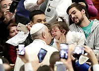 Papa Francesco accarezza una bambina al suo arrivo all'Udienza Generale del mercoledi' in aula Paolo VI in Vaticano, 10 gennaio 2018.<br /> Pope Francis caresses a child as he arrives to lead his weekly general audience in Paul VI Hall at the Vatican, on January 10, 2018.<br /> UPDATE IMAGES PRESS/Isabella Bonotto<br /> <br /> STRICTLY ONLY FOR EDITORIAL USE