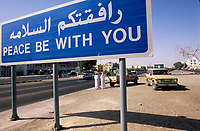Oman, Buraimi, <br /> Verkehrsschild,<br /> Peace be with you<br /> <br /> Mittlerer Osten, Schild, Schriftzug, arabisch, 11/2004, QF (Bildtechnik: Farbprofil sRGB)<br /> <br /> English: Oman, Buraimi, <br /> road sign,<br /> Peace be with you,<br /> <br /> Middle East, Arabic writing, November 2004