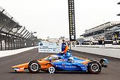 NTT P1 Pole winner #9: Scott Dixon, Chip Ganassi Racing Honda with NTT P1 Award and $100,000 check