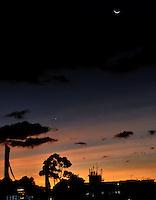 BOGOTA - COLOMBIA - 23-12-2014: Atardecer en Bogota. / Sunset in Bogota. Photo: VizzorImage / Luis Ramirez / Staff.