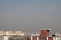 FOTO EMBARGADA PARA VEICULO INTERNACIONAIS. SAO PAULO, SP, 04/10/2012, CLIMA TEMPO + POLUIÇÃO. Com o tempo seco que está sobre São Paulo, aliado a falta de vento faz com que a concentração de poluentes aumente consideravelmente. Luiz Guarnieri/ Brazil Photo Press