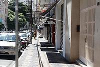 Campinas (SP), 25/03/2021 - Covid-SP - Rua Tomaz Alves. Movimentação na região central de Campinas, no interior de São Paulo, nesta quinta-feira (25). A cidade vai ampliar as medidas restritivas na quarentena a partir desta sexta-feira (26). Com as novas regras, será permitido o acesso de apenas uma pessoa por família em serviços essenciais, como supermercados e padarias, e o drive-thru será exclusivo para alimentação - comércio em geral poderá atender somente por delivery.