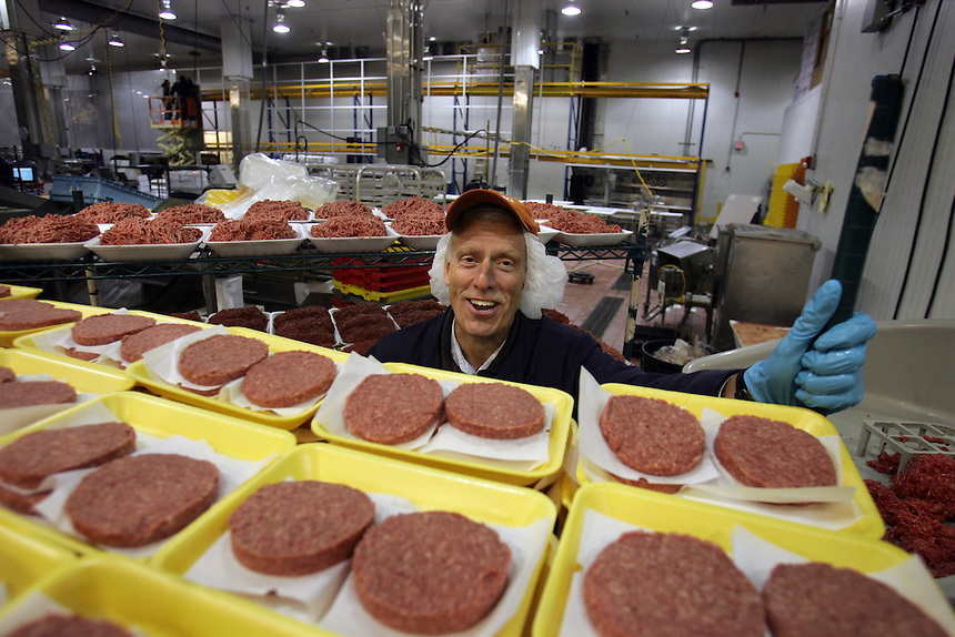 DAVID WEBER, FRESHDIRECT's Senior VP,  Operations, and Director, Meat Operations with 90% lean all natural, antibiotic- and hormone-free all beef patties.  23-20 Borden Av, Long Island City, Newsday/ARI MINTZ  9/1/2006.