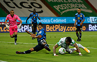 MEDELLÍN- COLOMBIA,  06-02-2021.Jonatan Alvez del Atlético Nacional disputa el balón conel Boyacá Chicó durante partido por la fecha 5 entre Atletico Nacional y Boyaca Chico como parte de la Liga BetPlay DIMAYOR 2021 jugado en el estadio  Atanasio Girardot de la ciudad de Medellín. / Jonatan Alvez of Atletico Nacional vies for the ball with Boyaca Chico during match for the date 5 between Atletico Nacional  and Boyaca Chico as a part BetPlay DIMAYOR League I 2020 played at Atanasio Giradot stadium in Medellin city. Photo: VizzorImage / Donaldo Zuluaga/ Contribuidor