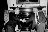 Ontario Premier Bob Rae (L) shake hand with Quebec Premier Jacques Parizeau (R)<br /> <br /> Photo : Boris Spremo - Toronto Star archives - AQP