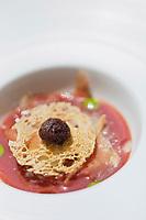 Europe/Espagne/Catalogne/Catalogne/Gérone: L'olivade avec son gaspacho d'olives noires, mousse d'olive gordal piquante, beignet d'olive noire, glace à l'olive et manzanilla, pain grillé avec l'huile plus gelée de fenouil, gelée de sariette, thon séché., recette des frères Roca, Le Celler de Can Roca - - Restaurant: El Celler de Can Roca à la deuxième place de la liste The World's 50 Best Restaurants