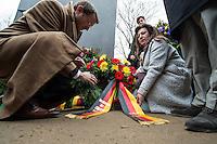 Am 27. Januar 2016 wurde der Tag des Gedenkens an die Opfer des Nationalsozialismus begangen. Anlass ist der 71. Jahrestag der Befreiung des Konzentrationslagers Auschwitz. Der Lesben- und Schwulenverband Berlin-Brandenburg (LSVD) und die Stiftung Denkmal fuer die ermordeten Juden Europas fuehrten aus diesem Grund eine Gedenkfeier am Denkmal fuer die im Nationalsozialismus verfolgten Homosexuellen in Berlin-Tiergarten durch. An der der Gedenkveranstaltung nahmen neben dem LSVD und der Stiftung Denkmal fuer die ermordeten Juden Europas auch Politiker aller im Bundestag vertretenen Parteien teil.<br /> Im Bild: Mitglieder der CDU/CSU-Fraktion legen einen Kranz nieder.<br /> 27.1.2016, Berlin<br /> Copyright: Christian-Ditsch.de<br /> [Inhaltsveraendernde Manipulation des Fotos nur nach ausdruecklicher Genehmigung des Fotografen. Vereinbarungen ueber Abtretung von Persoenlichkeitsrechten/Model Release der abgebildeten Person/Personen liegen nicht vor. NO MODEL RELEASE! Nur fuer Redaktionelle Zwecke. Don't publish without copyright Christian-Ditsch.de, Veroeffentlichung nur mit Fotografennennung, sowie gegen Honorar, MwSt. und Beleg. Konto: I N G - D i B a, IBAN DE58500105175400192269, BIC INGDDEFFXXX, Kontakt: post@christian-ditsch.de<br /> Bei der Bearbeitung der Dateiinformationen darf die Urheberkennzeichnung in den EXIF- und  IPTC-Daten nicht entfernt werden, diese sind in digitalen Medien nach §95c UrhG rechtlich geschuetzt. Der Urhebervermerk wird gemaess §13 UrhG verlangt.]