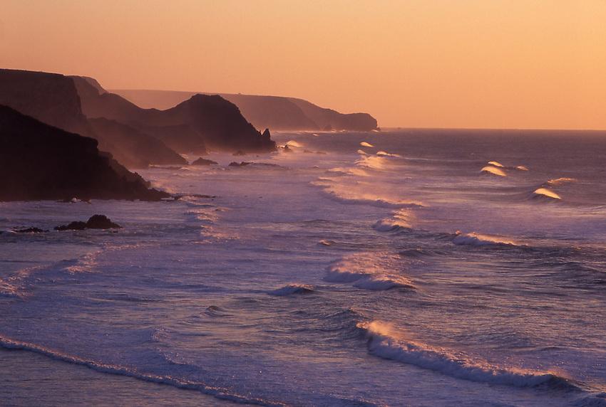 Europe, PRT, Portugal, Algarve, Southwestcoast, Typical coastline in the evening light, Rocky coast