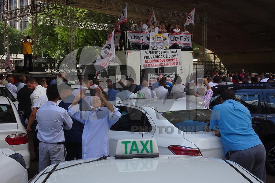 SÃO PAULO, SP, 29.04.2019: PROTESTO-SP: Protesto de taxistas, que reivindicam que a Prefeitura de São Paulo cumpra a Lei Federal 13640, no Vale do Anhangabaú, nesta segunda-feira, 29. ( Foto: Charles Sholl/Brazil Photo Press/Folhapress)