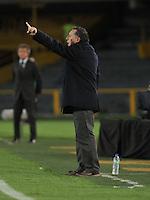 BOGOTA - COLOMBIA -15 -05-2016: Ruben Israel, tecnico de Millonarios, da instrucciones a los jugadores durante partido entre La Equidad y Millonarios, por la fecha 18 de la Liga Aguila I-2016, jugado en el estadio Nemesio Camacho El Campin de la ciudad de Bogota. / Ruben Israel, coach of Millonarios, gives instructions to the players during a match La Equidad and Millonarios, for the  date 18 of the Liga Aguila I-2016 at the Nemesio Camacho El Campin Stadium in Bogota city, Photo: VizzorImage  / Luis Ramirez / Staff.