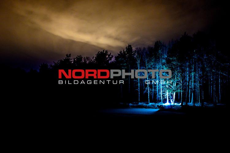 01.12.2019, , Rovaniemi, FIN, feature aus Rovaniemi, dem Zuhause des Weihnachtsmannes,Lichterspiel - Nordlichter, glanz, Farbe, Schoenheit , dunkel. Atmosphaere<br /> <br />  Foto © nordphoto / Straubmeier