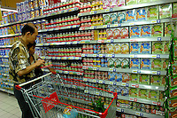 Consumers pick out and buy products at Heinz and Nestle shelves in a Carrefour supermarket in Beijing, China. Major international chains like Carrefour and Walmart Stores have expanded aggressively in China. Local Chinese retailers have loudly protested this and lobbied heavily for protection from the new competition in price and service that these major retailers have set off..22 Jul 2006
