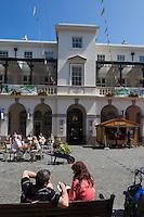 Royaume-Uni, îles Anglo-Normandes, île de Guernesey, Saint Peter Port:Le Market Hall et la Market Street // United Kingdom, Channel Islands, Guernsey island, Saint Peter Port: Market Hall and Market Street