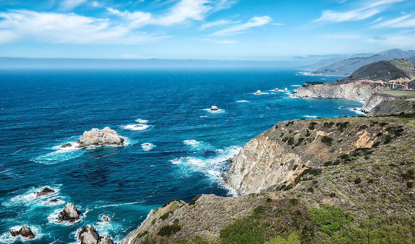 A view of the Pacific coast at Big Sur from Highway 1