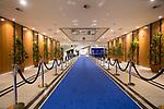 Entrada principal con alfombra roja o azul (depende del protocolo y de la persona que es recibida) en el Parlamento Europeo en Bruselas. Diciembre 4, 2017. PHOTO CREDIT © DELMI ALVAREZ