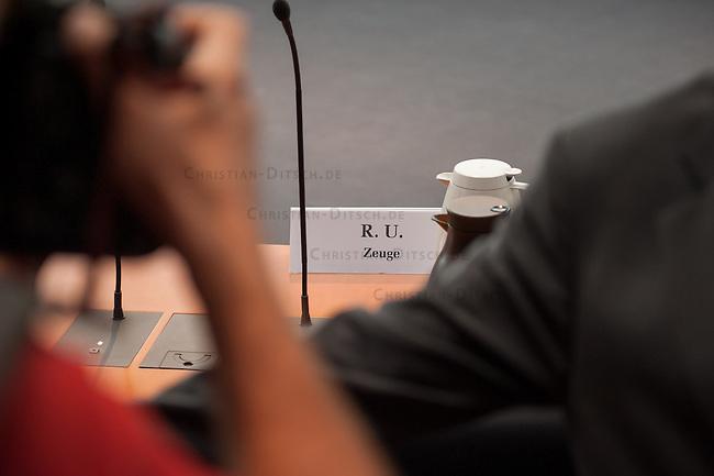 NSA Untersuchungsausschuss am 25. September 2014.<br /> Im Bild: Sitzplatz eines Zeugen des Bundesnachrichtendienst BND, der ueber die Kooperation des BND und des NSA aussagen soll. Er hat allerdings nur eine begrenzte Aussageerlaubnis bekommen, was etliche Ausschussmitglieder empoerte.<br /> 25.9.2014, Berlin<br /> Copyright: Christian-Ditsch.de<br /> [Inhaltsveraendernde Manipulation des Fotos nur nach ausdruecklicher Genehmigung des Fotografen. Vereinbarungen ueber Abtretung von Persoenlichkeitsrechten/Model Release der abgebildeten Person/Personen liegen nicht vor. NO MODEL RELEASE! Don't publish without copyright Christian-Ditsch.de, Veroeffentlichung nur mit Fotografennennung, sowie gegen Honorar, MwSt. und Beleg. Konto: I N G - D i B a, IBAN DE58500105175400192269, BIC INGDDEFFXXX, Kontakt: post@christian-ditsch.de<br /> Urhebervermerk wird gemaess Paragraph 13 UHG verlangt.]