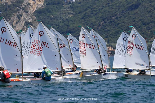 Coming clean out of the melee - Rocco Wright (1636) gets himself clear of a packed start on Lake Garda