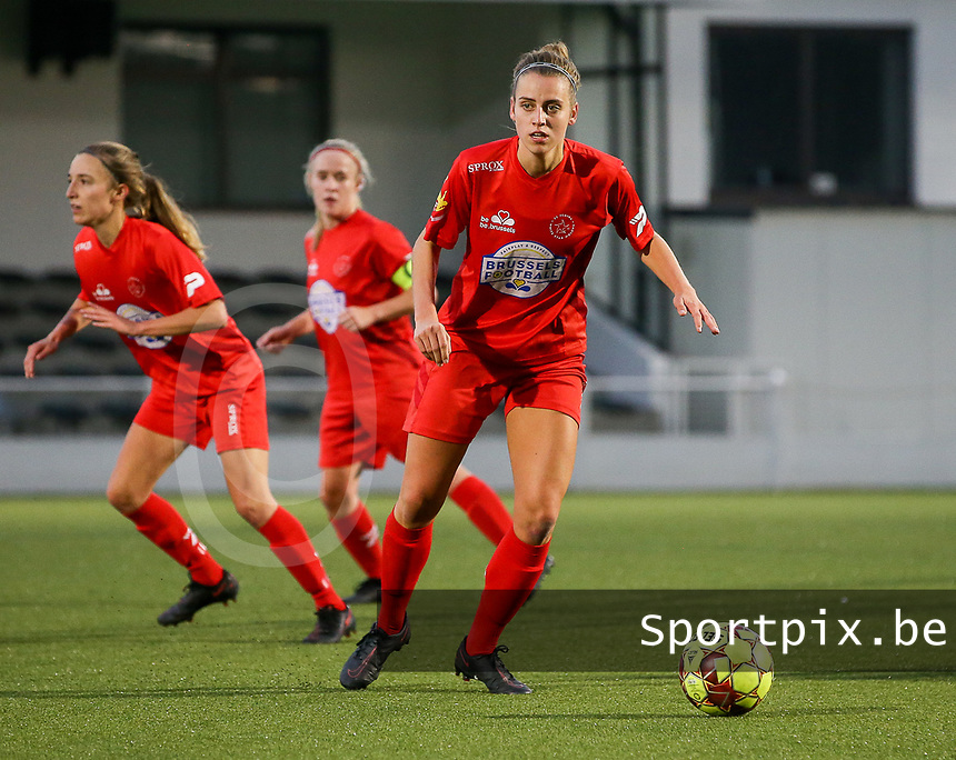 Sheila Broos of Woluwe (20) with the ball during a female soccer game between Oud Heverlee Leuven and Femina White Star Woluwe  on the 5 th matchday of the 2020 - 2021 season of Belgian Womens Super League , Sunday 18 th of October 2020  in Heverlee , Belgium . PHOTO SPORTPIX.BE | SPP | SEVIL OKTEM