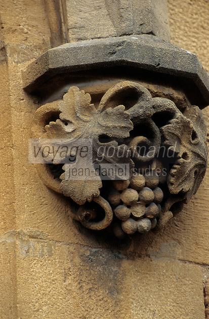 Europe/France/Rhône-Alpes/69/Rhône/Bagnols: Détail du portail de l'église - Grappe de raisins
