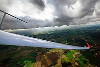 mit dem Segelflugzeug an einer Konvergenzlinie der Nordsee