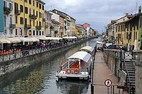 - Milano, Naviglio Grande, navigazione turistica<br /> <br /> - Milan, Naviglio Grande canal, tourist navigation