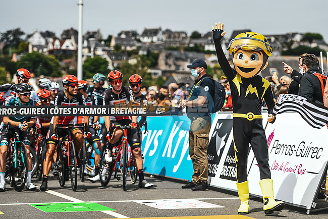 Riders line up for the start Stage 2 of the 2021 Tour de France, running 183.5km from Perros-Guirec to Mur-de-Bretagne Guerledan, France. 27th June 2021.  <br /> Picture: A.S.O./Charly Lopez | Cyclefile<br /> <br /> All photos usage must carry mandatory copyright credit (© Cyclefile | A.S.O./Charly Lopez)